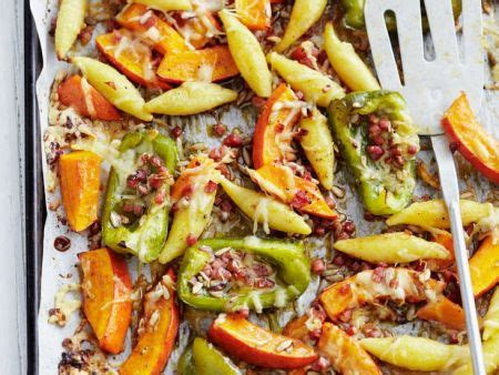Baked Schupfnudel with Pumpkin and Bell Peppers recipe