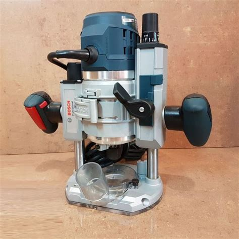 Bosch GOF 1600 CE 220V Fixed Base Router