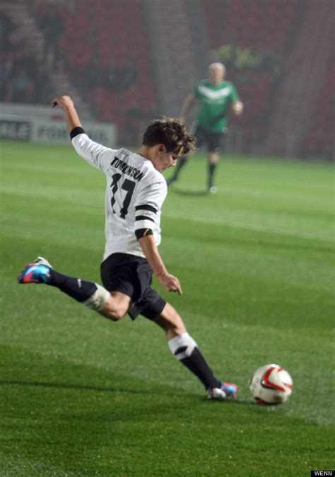 One Direction's Louis Tomlinson Fails To Sell Out Charity